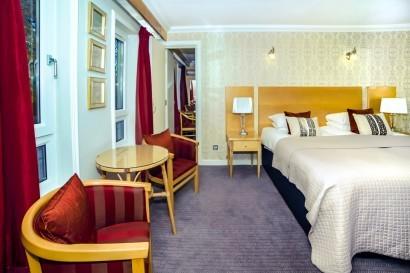 Stradey Park Hotel ajoining bedroom